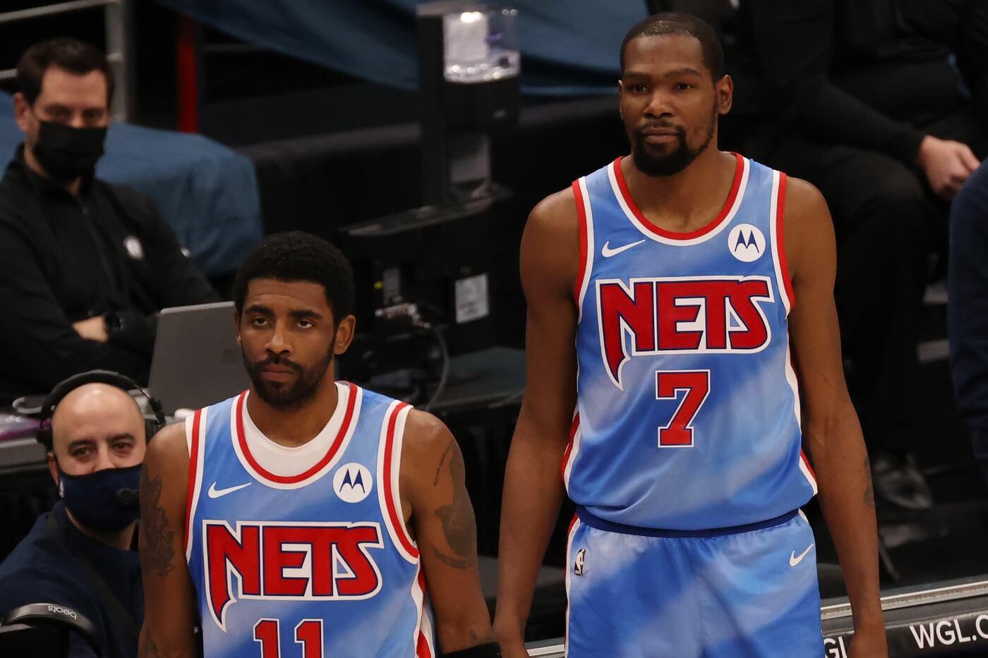 Kevin Durant laughs at Glen Davis threatening Kyrie Irving for stomping on Celtics logo